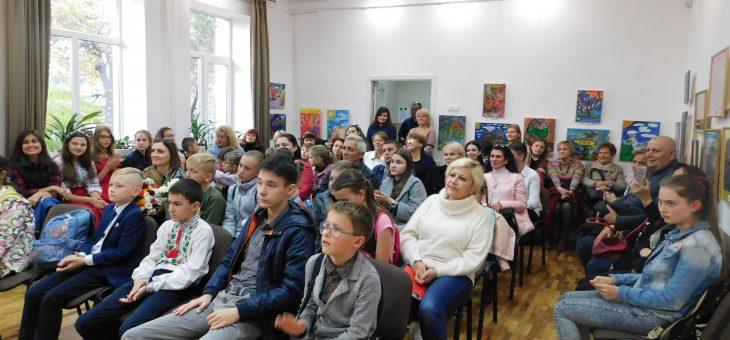 """Відкриття виставки учнів ВДШМ """"Триптих"""""""